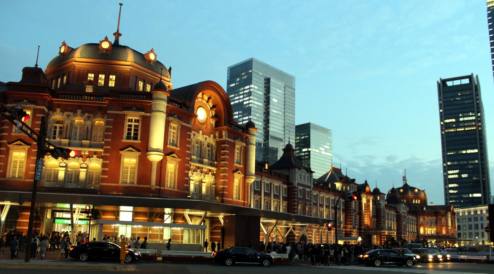 東京駅のパフォーマンス
