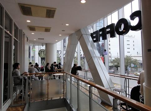 渋谷駅_スタバ_qfront_店舗内
