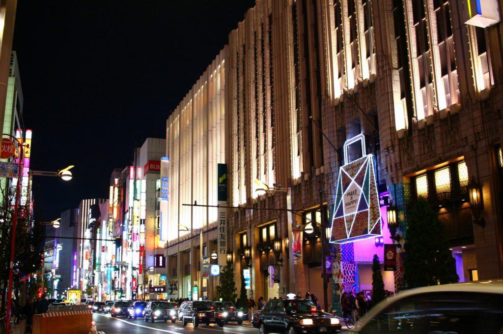 新宿三丁目駅_夜の新宿三丁目の雰囲気