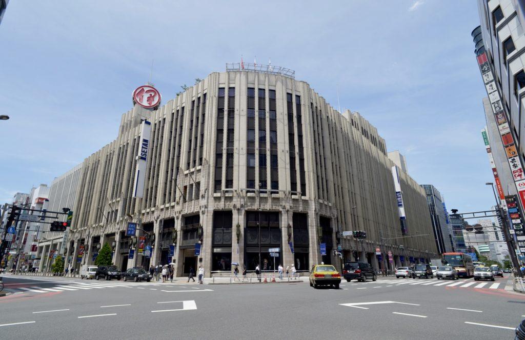 新宿三丁目駅_伊勢丹付近交差点