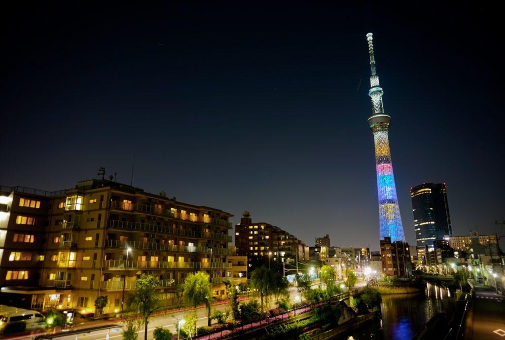 押上駅(スカイツリー前)_夜の東京スカイツリー_GW仕様の特別レインボーライトアップ