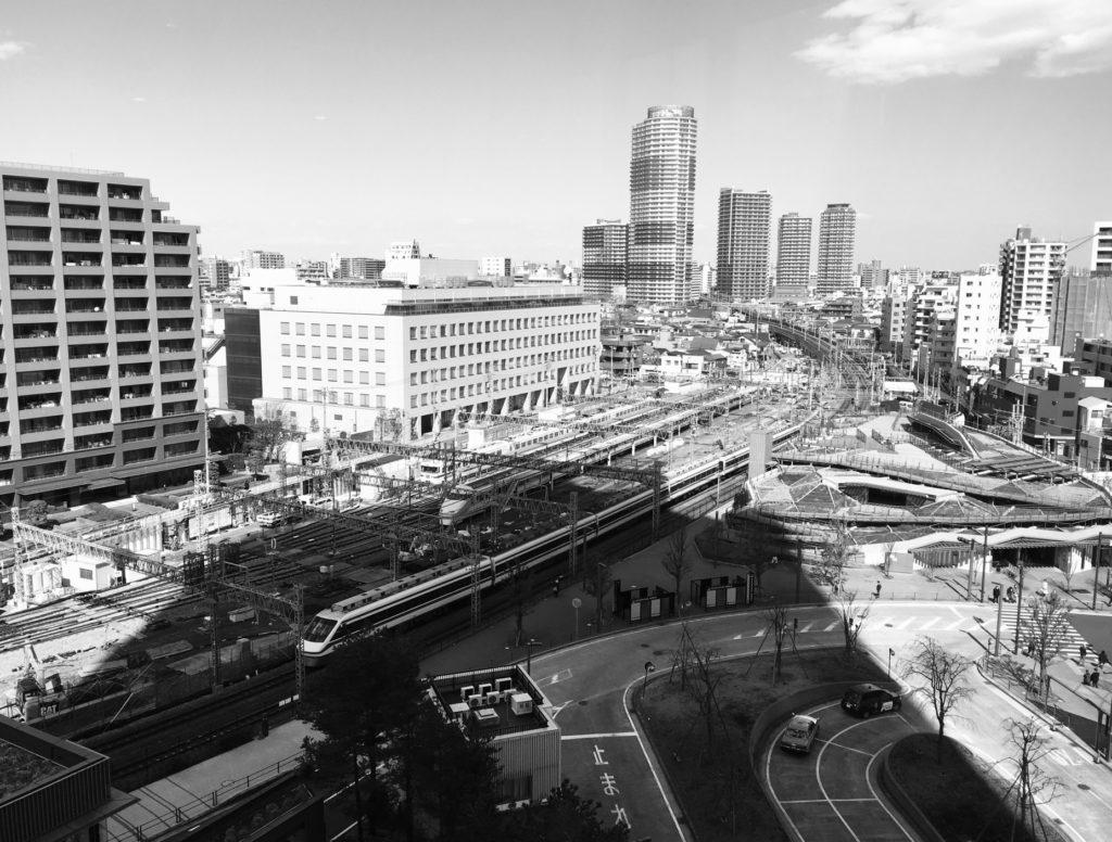押上駅(スカイツリー前)_東京ソラマチから撮影した東武線_モノクロ