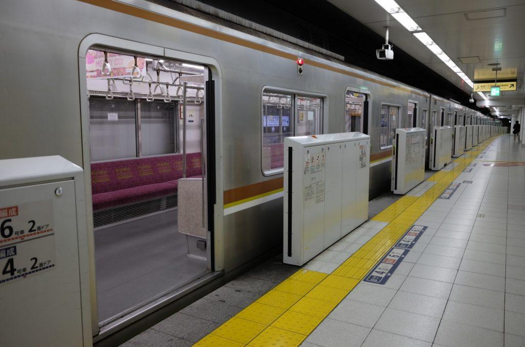 新宿三丁目駅_副都心線の駅ホーム