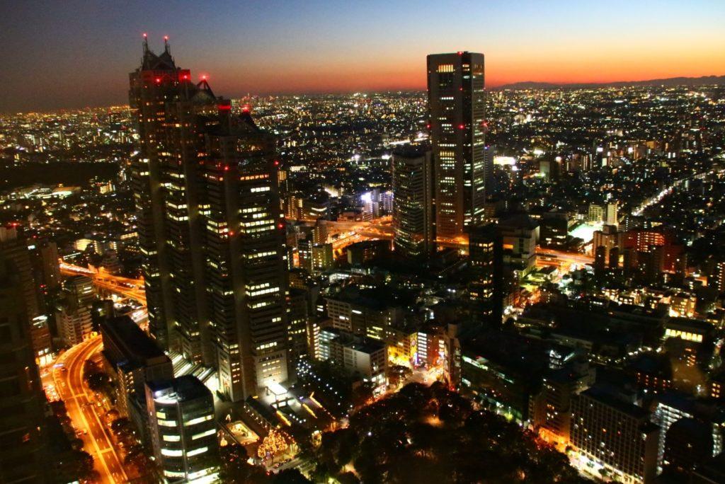 都庁前駅_東京都庁周辺の上空夜景
