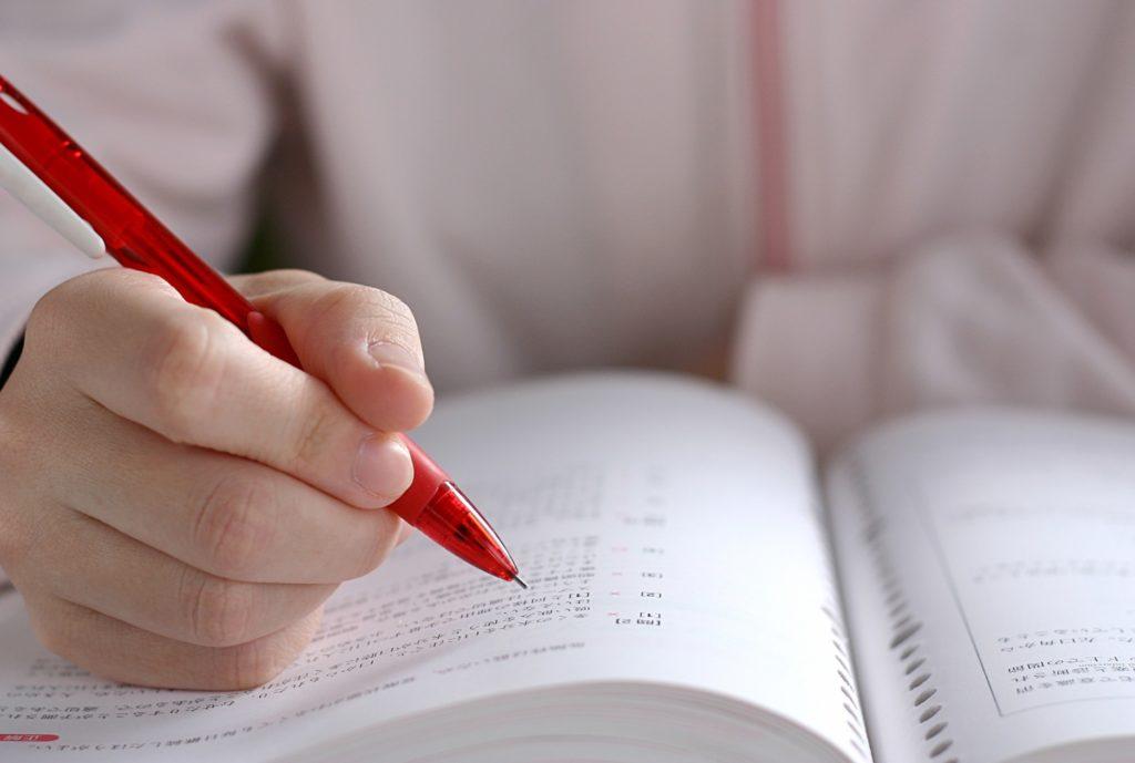 大学生が講義中にできる暇つぶし_授業中に資格の勉強