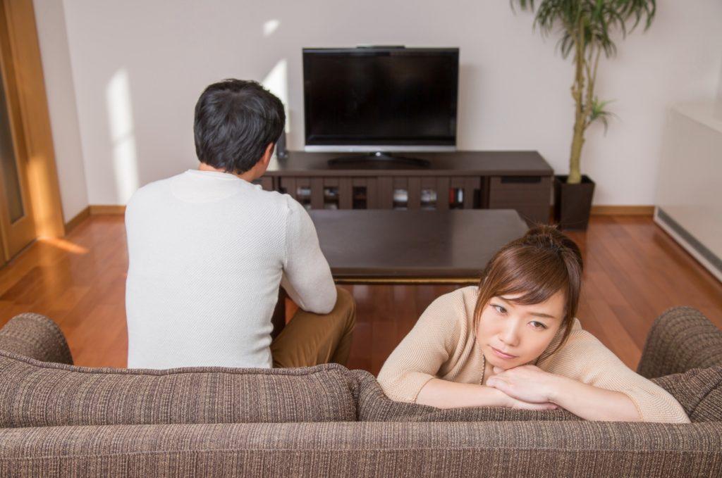 人数別の時間つぶし・暇つぶし方法_退屈で暇を持て余す女性