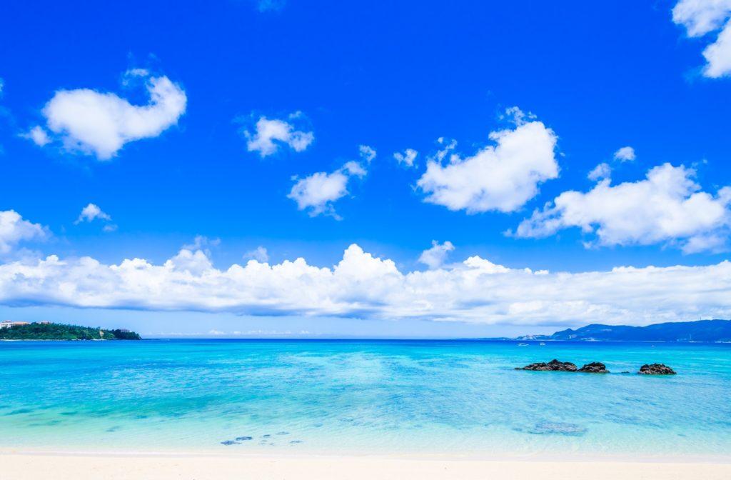 休日ならではの暇つぶし_家族や恋人と旅行で海に行く
