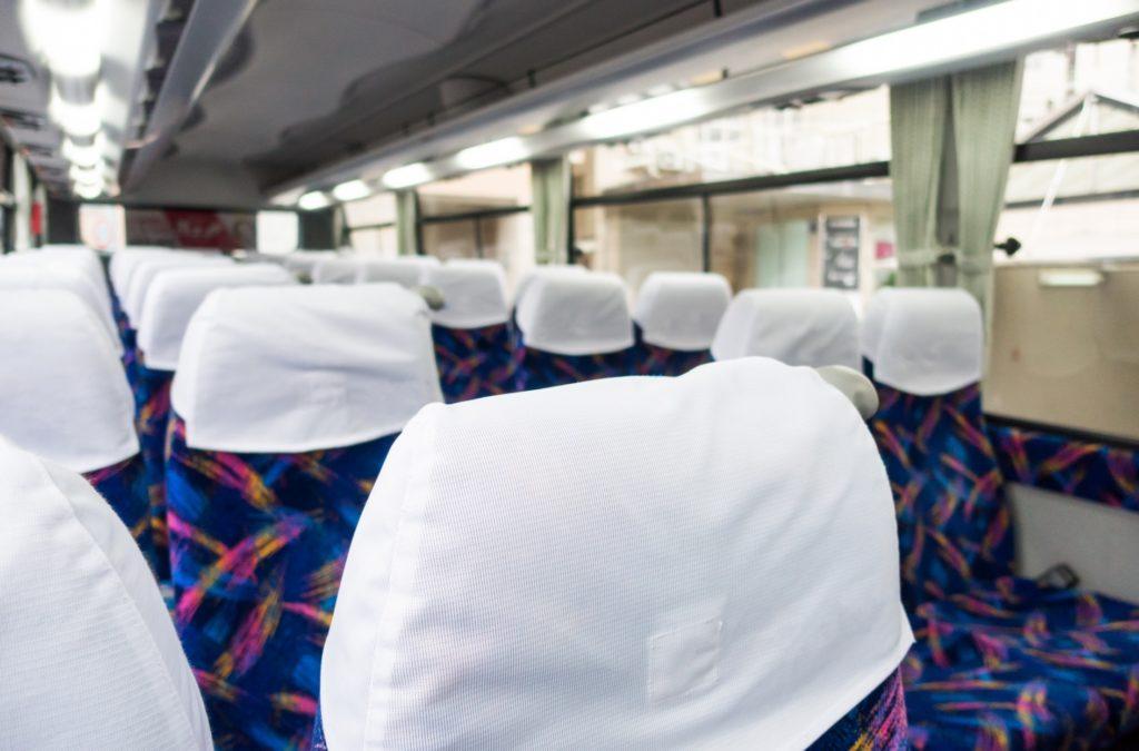 修学旅行中のバスで盛り上がる暇つぶしや遊び_バスの座席
