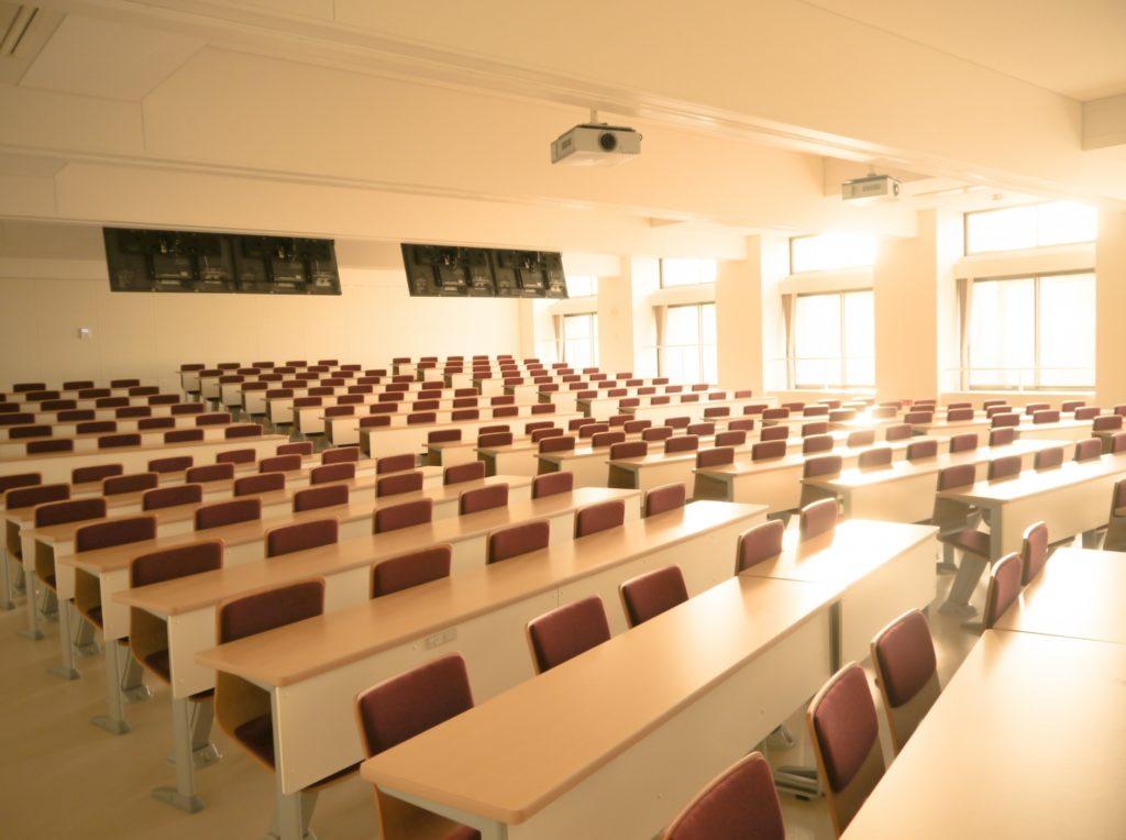 大学生が講義中にできる暇つぶし_キャンパスの講義室