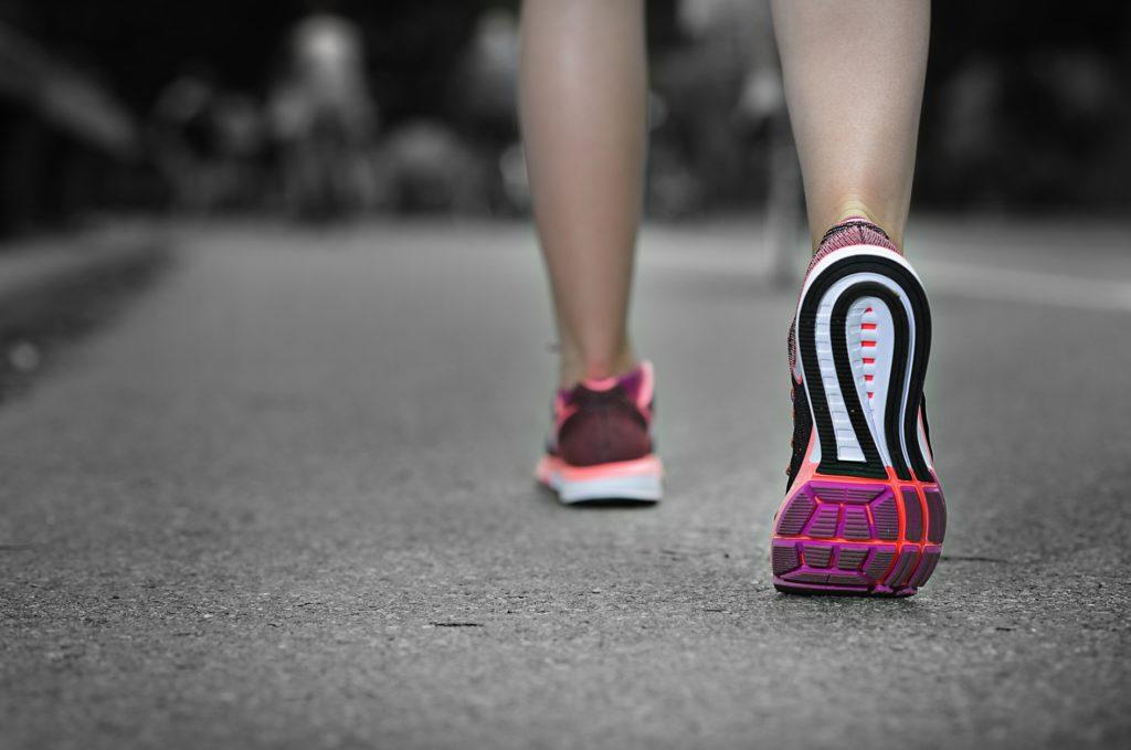 散歩しながらできる暇つぶし_ウォーキングとランニング