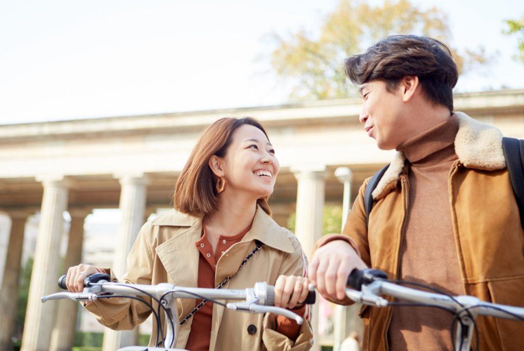 有意義な暇つぶし・時間つぶし_サイクリングを楽しむカップル