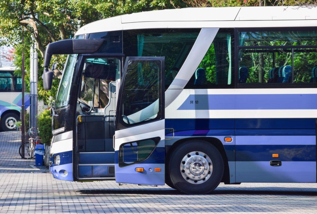 修学旅行中のバスで盛り上がる暇つぶしや遊び_観光バス