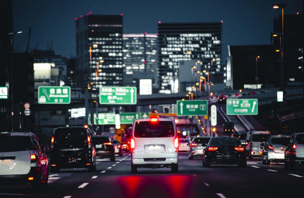 退屈すぎる車の渋滞中にできる暇つぶし_夜の渋滞