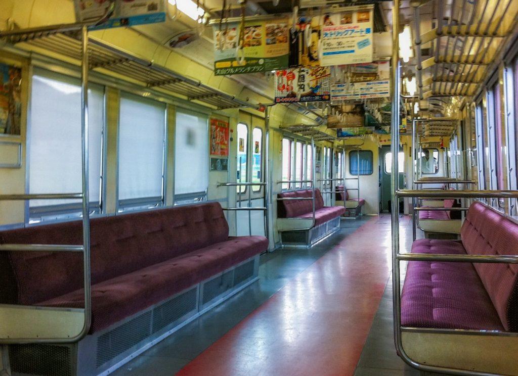 電車内で暇つぶし_ローカル線