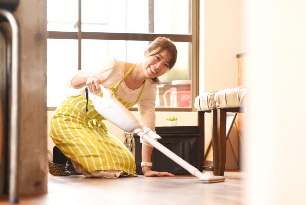 子なし専業主婦の暇つぶし_床で掃除機利用