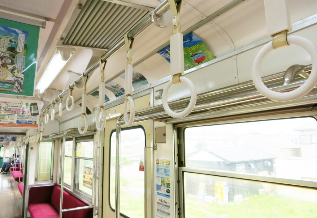 電車の中で子供と一緒にできる暇つぶし_空いている電車