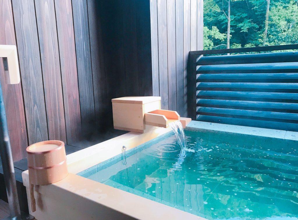 旅行先のホテルでカップルにおすすめの暇つぶし_客室内の露天部屋風呂