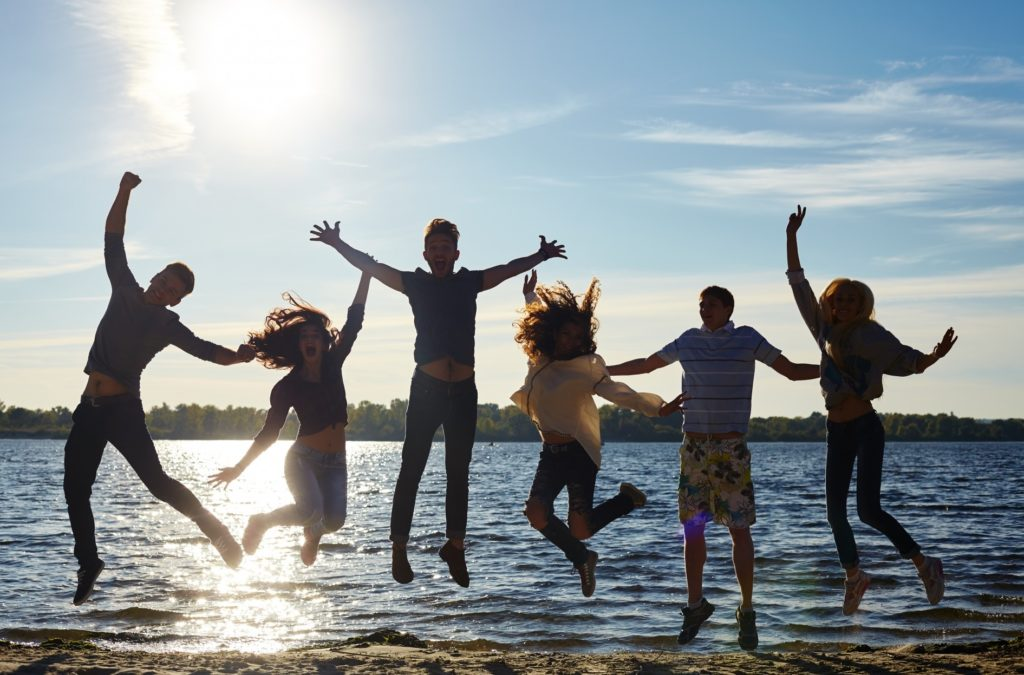 友達大勢で楽しめる人気の遊びやおすすめの暇つぶし方法_大勢で青春