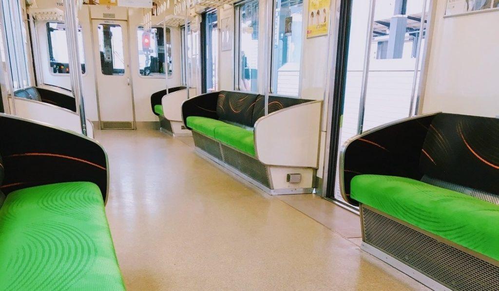 電車の中で子供と一緒にできる暇つぶし_電車の中の座席