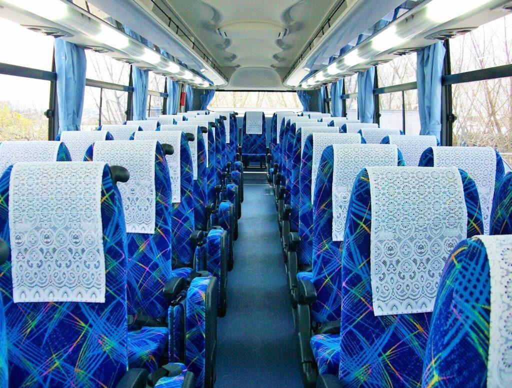 通勤や旅行のバス移動中に一人でできる暇つぶし方法_バスの座席