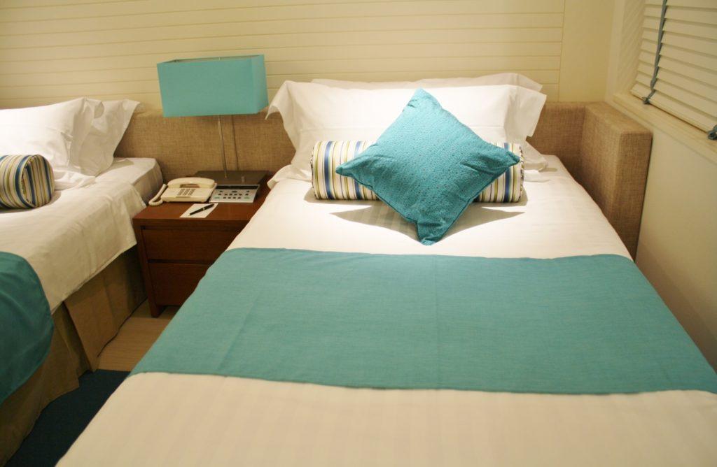 旅行先のホテルでカップルにおすすめの暇つぶし_ベッド