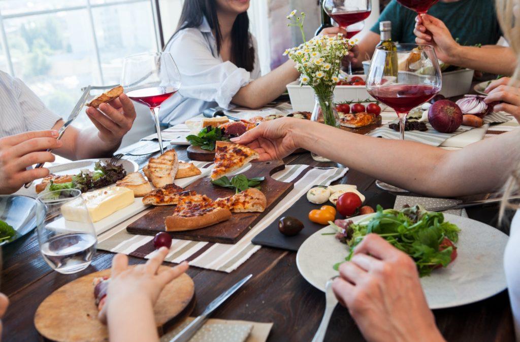 友達大勢で楽しめる人気の遊びやおすすめの暇つぶし方法_大勢でホームパーティ