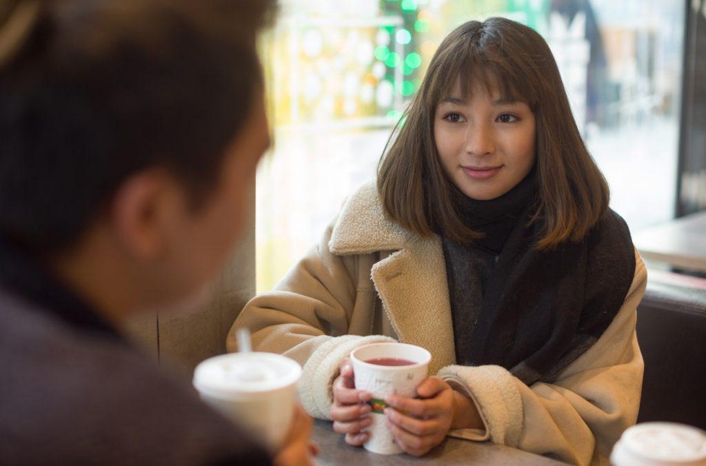 女性向け_男友達とできる暇つぶし_カフェに居る男女