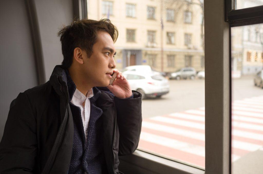 通勤や旅行のバス移動中に一人でできる暇つぶし方法_バスの車窓を眺める