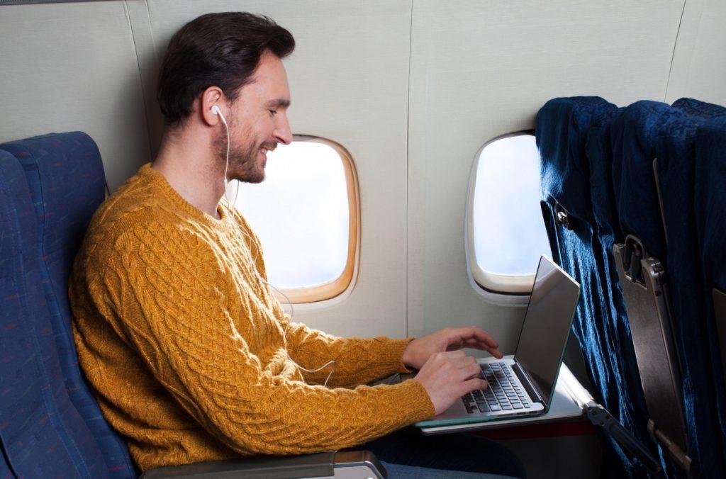 飛行機内でできる暇つぶし_男性