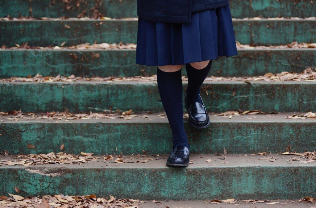 修学旅行中に一人ぼっちの暇つぶしと過ごし方_一人で観光する女子中学生